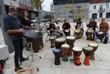 CZĘSTOCHOWA: Juromania w pełni. Na Starym Rynku odbył się koncert bębniarski i pokaz militarny. ZDJĘCIA