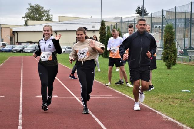 W biegu wystartowali nie tylko uczniowie, ale i nauczyciele oraz dyrektor szkoły