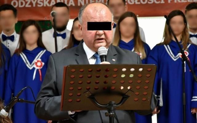 W Sądzie Rejonowym w Gorlicach zapadł wyrok skazujący Stanisława C. byłego dyrektora stadniny w Regietowie na rok pozbawienia wolności w zawieszeniu na dwa lata za czyn przeciwko wolności seksualnej i obyczajowości. Wyrok jest nieprawomocny.
