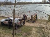 Strażacy szukają zaginionego na stawie Morawa. Na brzegu zostawił ubranie