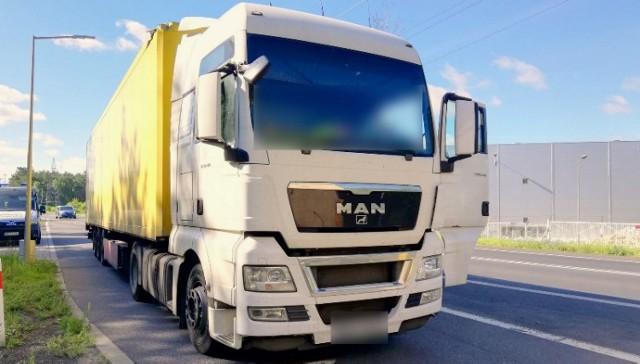 Ciężarówka z naczepą w fatalnym stanie technicznym została zatrzymana przez pilską inspekcję transportu drogowego