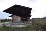 """Kędzierzyn-Koźle. Na tej rampie kolejowej wypędzano Żydów z transportów do Auschwitz. """"Musieliśmy padać na twarz"""""""
