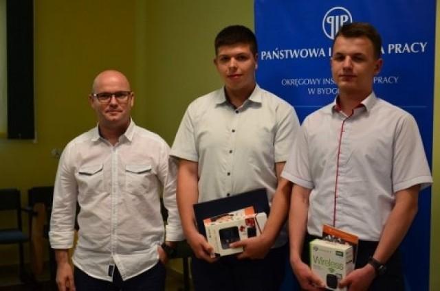 Marcin Gutowski i  Sebastian Zagórski z Centrum Kształcenia Zawodowego i Ustawicznego zajęli trzecie i czwarte miejsce w konkursie dot. BHP.