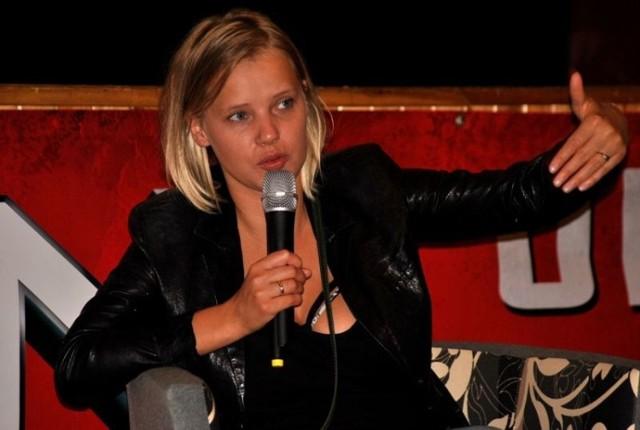 Nową Sól w ostatnich latach odwiedziło wielu aktorów i piosenkarzy. Bywali też politycy. Trudno pamiętać o wszystkich takich wydarzeniach, więc te zdjęcia mogą być sporym zaskoczeniem dla wielu. W Nowej Soli gościem była aktorka Joanna Kulig. Od tego czasu bardzo się zmieniła, minęło aż dziewięć lat.  Zobacz, kto jeszcze bywał w Nowej Soli. Kliknij w zdjęcie i przejdź do galerii.>>>