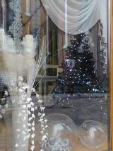 Ozdoby świąteczne pojawiły się już w witrynach sklepów. Co w sprzedaży jest w tym roku?