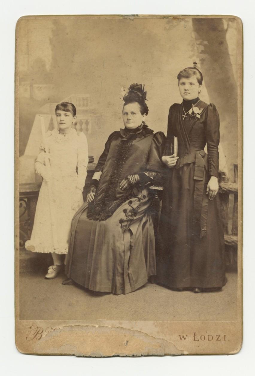 1910 rokWe włosach nie pojawiały się praktycznie żadne...