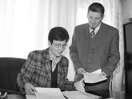 Teresa Sadłoń i syn Tomasz o sprawach zawodowych rozmawiają tylko w pracy.