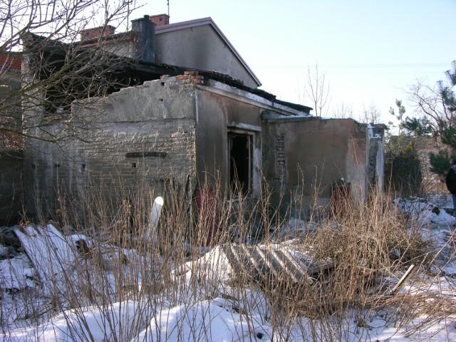 Pożar w Mokrej Prawej wybuchł dziś (5 lutego) przed godz. 1. Po wejściu do budynku mieszkalnego strażacy znaleźli ciała dwóch mężczyzn.
