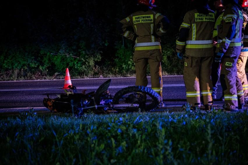 Podhale. Samochód uderzył w motocykl. Jedna osoba została ranna [ZDJĘCIA]