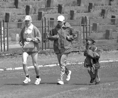 Bieganie przełajów to sport dla całej rodziny.