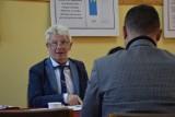 Radni i sołtys Koczały wytykali wójtowi Bajowskiemu błędy