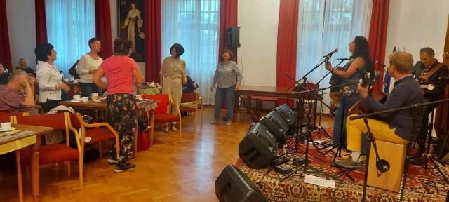Podczas Festiwalu Jakubowego w Brodnicy usłyszeliśmy utwory w wykonaniu Ireny Salwowskiej z zespołem oraz Piotra Bakala
