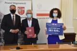 Samorządowcy z Północnej Wielkopolski podpisali w Wągrowcu umowy w ramach Rządowego Funduszu Rozwoju Dróg
