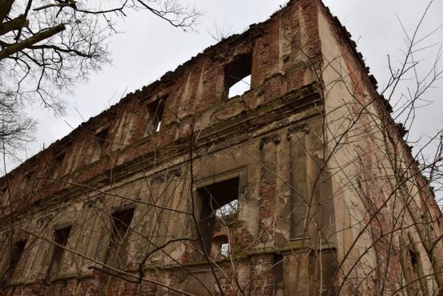 Zamek w Otyniu mógłby być perełką jak pałac w Zatoniu.