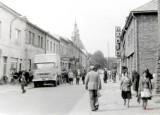 Na ulicach Olkusza 50 lat temu i wcześniej. Jakimi samochodami jeździli olkuszanie w latach PRL-u? [ZDJĘCIA]