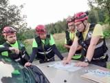 Grupa ratowników-społeczników pomaga w Górach Opawskich. Mają dobre chęci, umiejętności poszukiwawcze i prywatny sprzęt