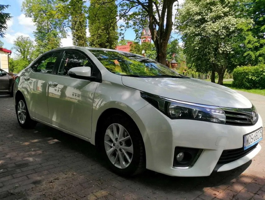 Taką 7-letnią Toyotą Corollą jeździ poseł Jakub Rutnicki