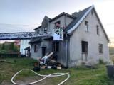 Pożar w Bytomiu na ul. Suchogórskiej. Ewakuowano osiem osób, trzy trafiły do szpitala