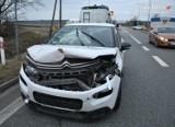 Wypadek w Szałszy. Zderzyły się trzy samochody, a dwie osoby trafiły do szpitala