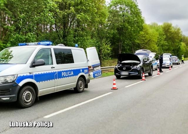 Policjanci z Krosna Odrzańskiego i Gubina zatrzymali kierowcę, który uciekał skradzioną na terenie Niemiec mazdą.