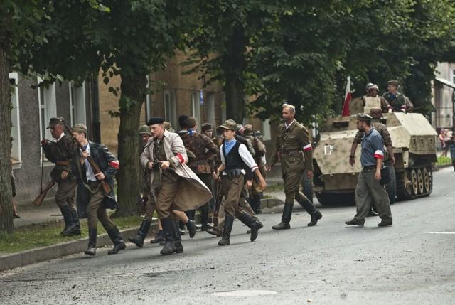 """W Sianowie o godz. 17.00 odbędzie się część oficjalna oraz inscenizacja historyczna pod nazwą """"Obrona cmentarzy wolskich""""."""