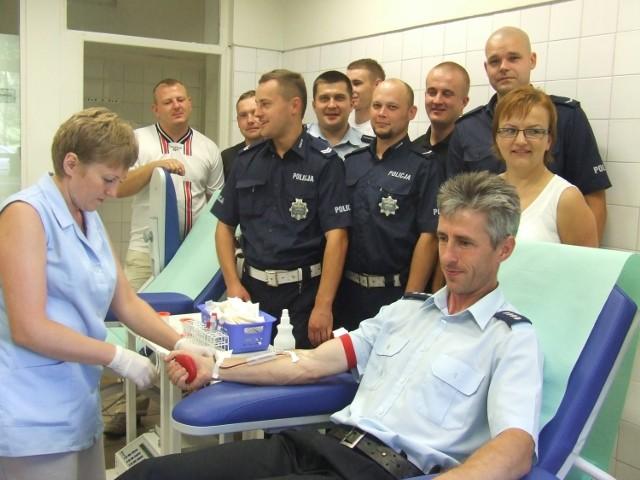 Podczas letniej akcji krew chętnie oddawali policjanci