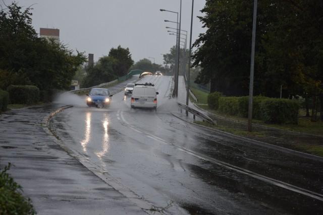 W ostrzeżeniu z IMGW są nie tylko deszcze i burze, ale też trąby powietrzne