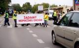 Mieszkańcy Krężnicy Jarej wyszli na ulice w proteście przeciwko piratom drogowym