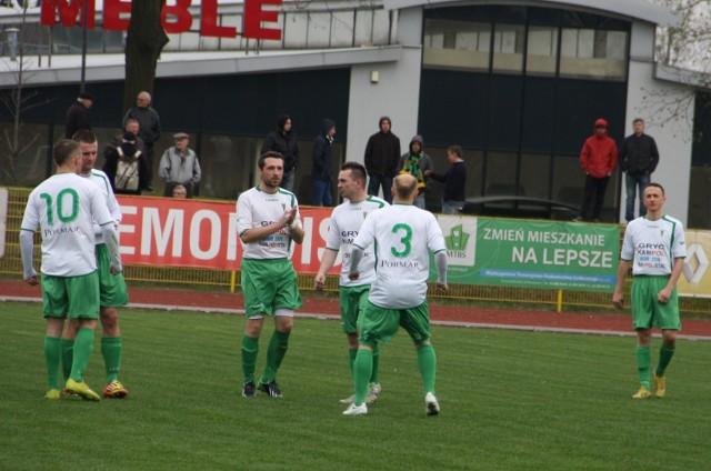 Piłkarze Gwarka Tarnowskie Góry wiosną 2014 roku zanotowali w IV lidze do 19 kwietnia dwie porażki, remis i dwie wygrane.