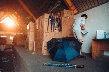 Telewizory i parasolki trafiły do magazynu celników. O ich losie zdecyduje sąd. ZDJĘCIE: WOJCIECH TRZCIONKA