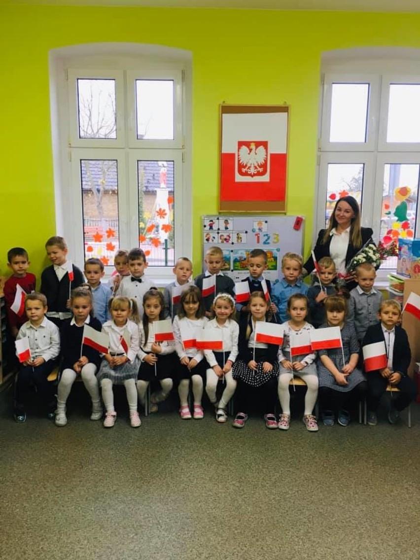 Zbąszyń: ZSP Przyprostynia - dzieci z przedszkola w Stefanowie zaśpiewały HYMN POLSKI - 11 listopada 2020 [Zdjęcia]