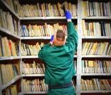 Co czytają więźniowie za kratkami? Poznaj TOP 10 najchętniej czytanych książek w Zakładzie Karnym w Jastrzębiu-Zdroju