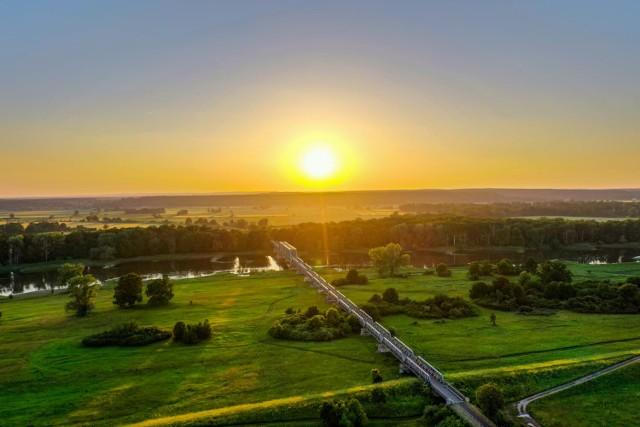 Ten most niedaleko Nowej Soli robi wrażenie. przyjeżdżają tutaj nie tylko mieszkańcy województwa lubuskiego. Prowadziła tędy od dawna nieczynna linia kolejowa. Pomysł na ścieżkę rowerową, który zrealizował powiat nowosolski wspólnie z okolicznymi gminami został pozytywnie przyjęty przez fanów turystyki rowerowej.