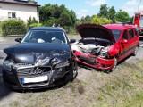 Wypadek na ulicy Narutowicza w Radomsku. Czołowe zderzenie 2 pojazdów, 3 osoby ranne