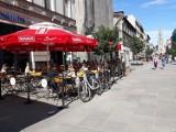 Ulica Mariacka w Katowicach znów odżyła. Letnie ogródki zapełniają się w szybkim tempie