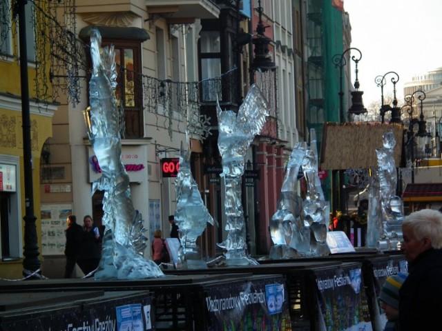 Lodowe rzeźby się topią
