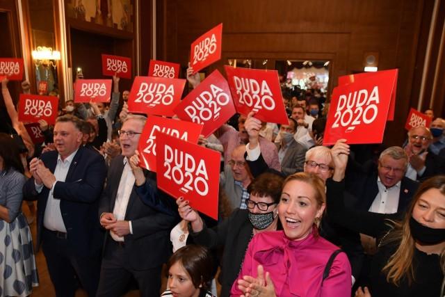 Ogłoszenie pierwszych, sondażowych jeszcze wyników, wzbudziło entuzjazm wśród wyborców Andrzeja Dudy.