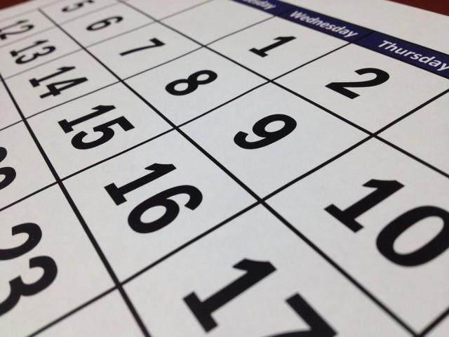 1 stycznia - Nowy Rok. Dzień ustawowo wolny od pracy. W 2021 roku wypada w piątek.