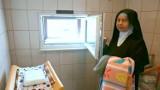 Chłopiec z Okna Życia w Sosnowcu może niedługo trafić do rodziny zastępczej. Dziecko jest zdrowe. MOPS: Czekamy na decyzję sądu