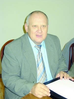 Stanisław Dusza mówi, że gmina chciała uratować jedną z małych szkółfot. Kinga Fromlewicz
