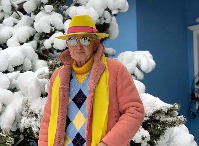 Andrzej Żylak z Rybnika podbija świat mody. Zobaczcie jego kolorowe stylizacje.  Zobacz kolejne zdjęcia. Przesuwaj zdjęcia w prawo - naciśnij strzałkę lub przycisk NASTĘPNE