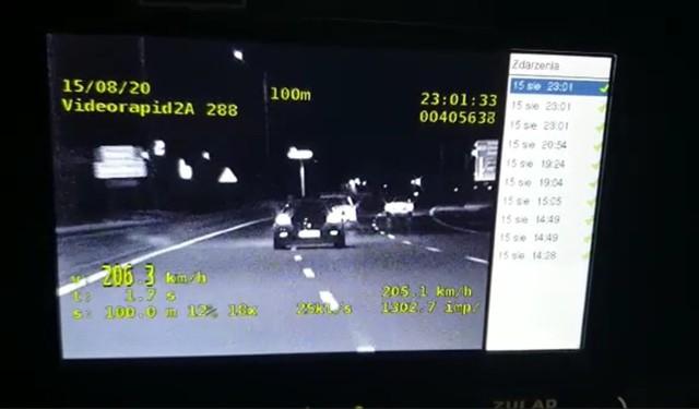 Zabrzańscy policjanci zatrzymali kierowcę, który w swoim Porsche pędził ponad 200 km/h po DTŚ