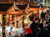 Szczeciński Targ Świąteczny. Zobacz klimatyczne wieczorne zdjecia. A ile ludzi!