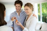 Chcesz wynająć mieszkanie? Sprawdź, jaki typ umowy będzie dla Ciebie najlepszy