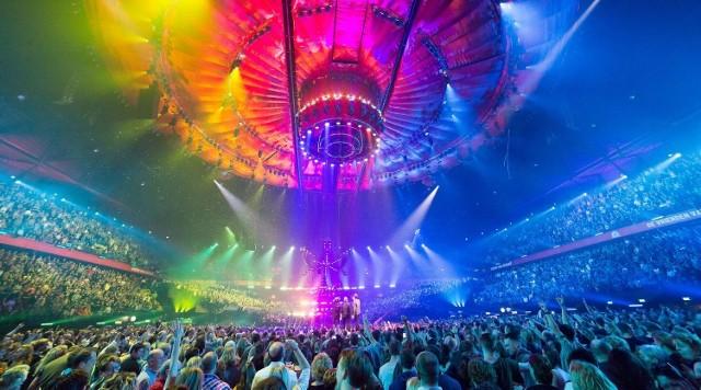 """– Obiecaliśmy wam, że przyszłoroczny konkurs odbędzie się za wszelką cenę. Dlatego zdecydowaliśmy się na tzw. występy """"live-on tape"""". Każdy uczestnik nagra wcześniej swój występ, by mógł zostać puszczony w trakcie koncertu, gdyby nie mógł pojawić się w Rotterdamie lub musiał przebywać na kwarantannie – tłumaczy w oświadczeniu Europejska Unia Nadawców."""