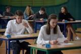 Egzamin gimnazjalny w Chodzieży: Setka uczniów przystąpiła do testów humanistycznych [ZDJĘCIA, ODPOWIEDZI]
