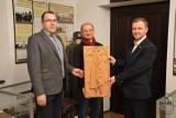 Nowy eksponat trafił do Muzeum Regionalnego w Opocznie. Muzeum poszukuje też dzieł rzeźbiarzy ludowych