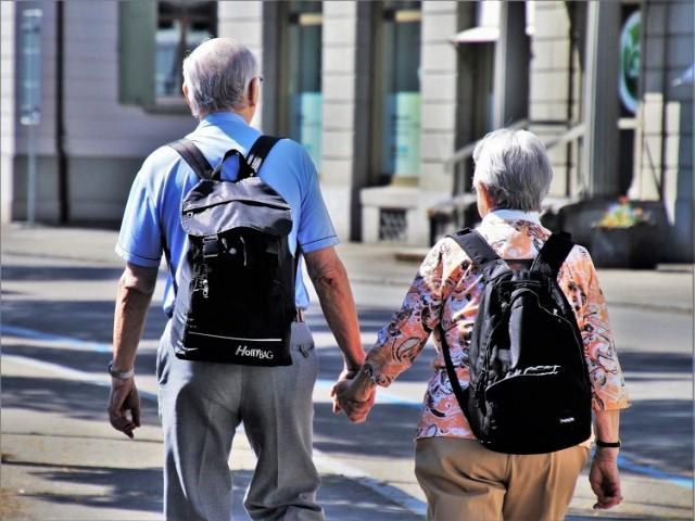 Będzie kolejny dodatek do emerytur? Projekt ustawy w tej sprawie jest już gotowy. Świadczenie nie będzie jednak przeznaczone dla wszystkich. Dodatkowe 200 zł miesięcznie ma trafiać do grupy około 20 tys. emerytów, niezależnie od wysokości ich świadczenia  z ZUS. Kto będzie mógł skorzystać?   WIĘCEJ SZCZEGÓŁÓW  >>> TUTAJ