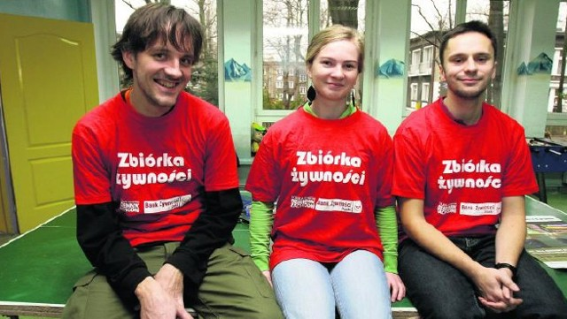 """Wolontariusze z katowickiej Fundacji """"Gniazdo"""" także w tym roku wesprą Wielkanocną Zbiórkę Żywności."""