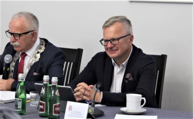 Drugi z lewej to Arkadiusz Klimowicz, burmistrz Darłowa